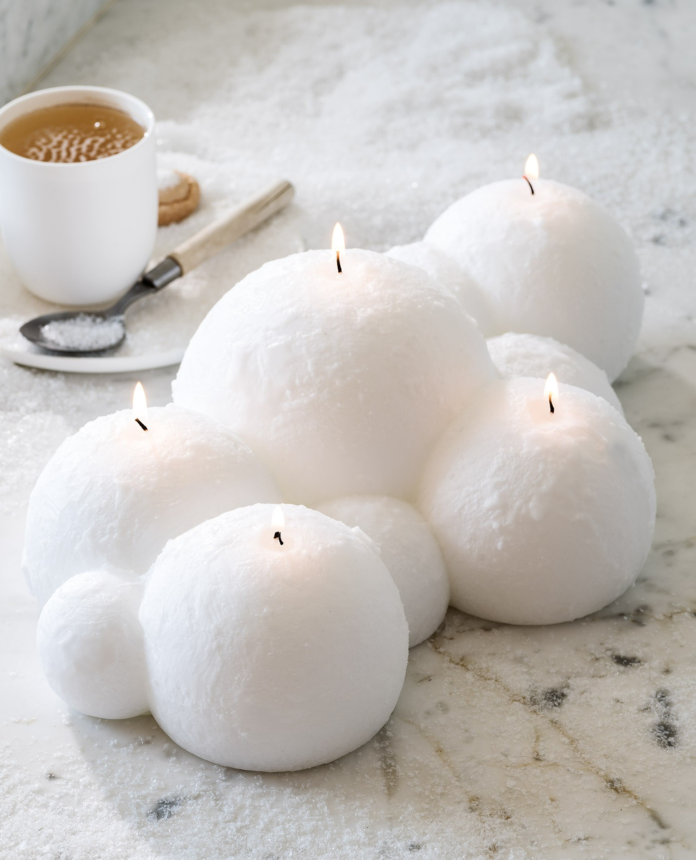 bougie-decorative-centre-de-table-boules-de-neige-39cm-blanc